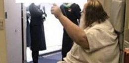 Pasażer zmusił do tego stewardesy, później jęczał z rozkoszy