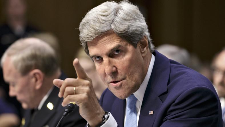 Sekretarz stanu USA John Kerry przekonał senatorów z komisji