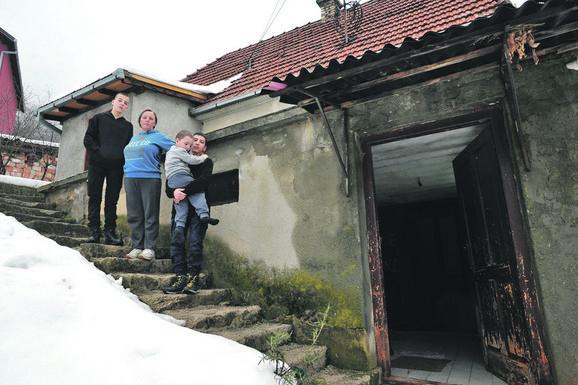 Trošna kuća kovačevića pre renoviranja  pretila da se sruši