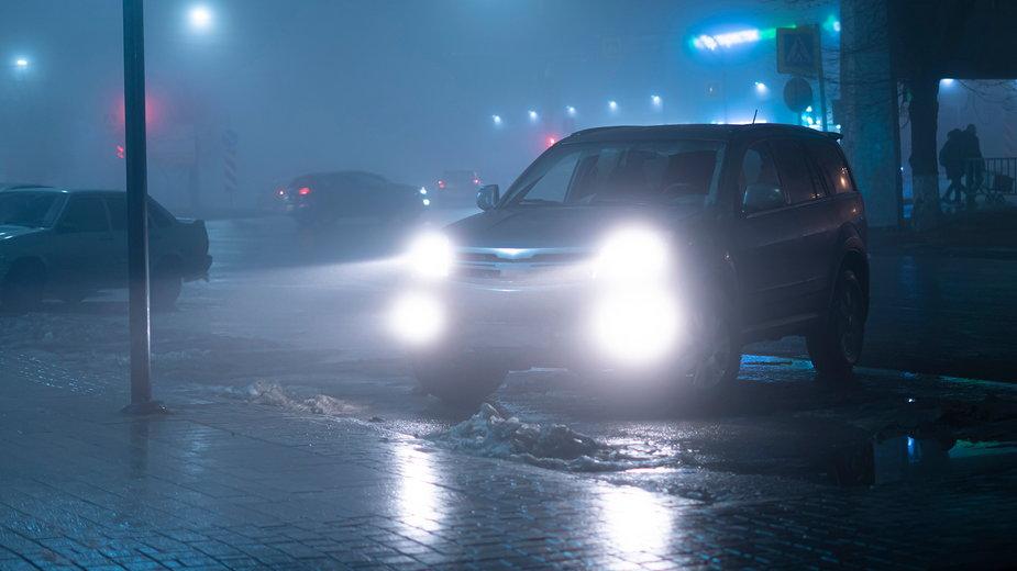 Warto bezpłatnie sprawdzić światła mijania w samochodzie