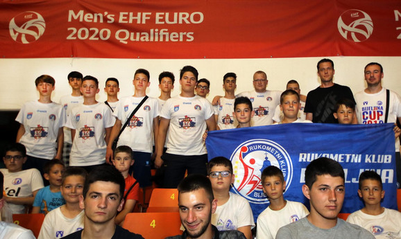 Deca iz Štrpca na meču Srbija - Švajcarska u SPENS-u