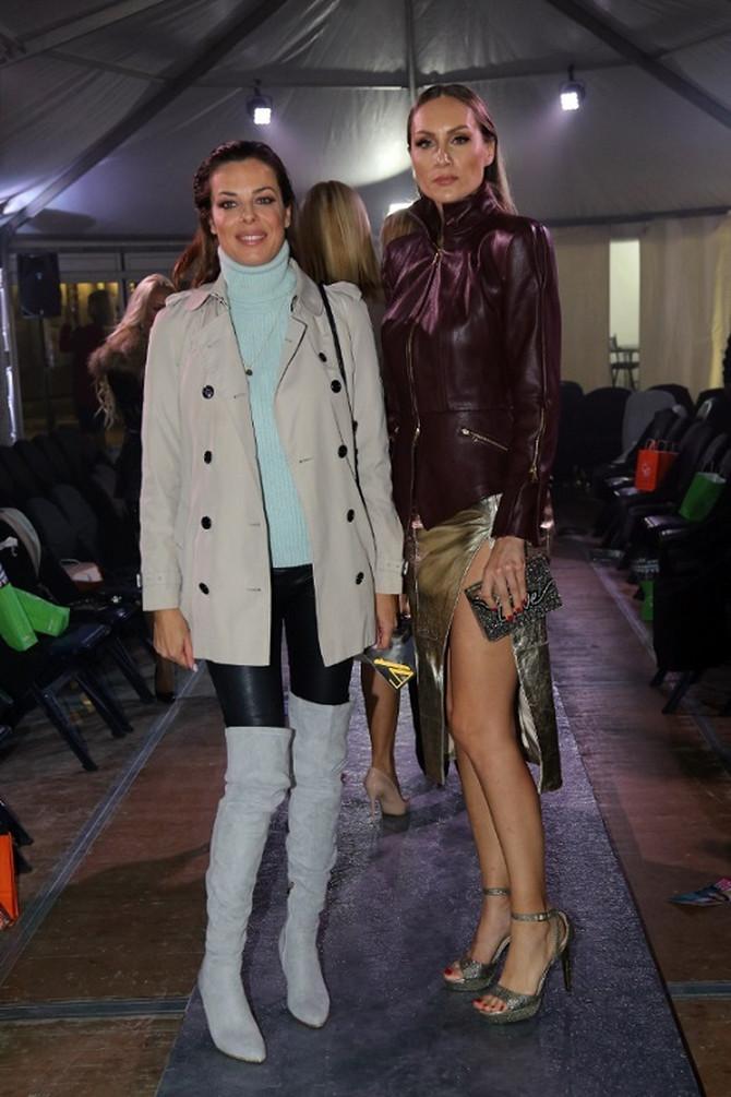 Dve glumice na reviji: Katarina Radivojević i Jelena Gavrilović