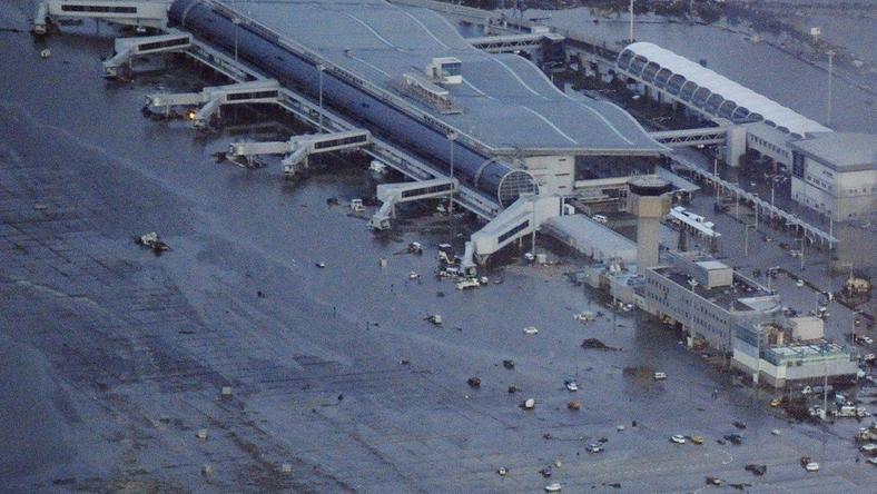 Zalane lotnisko w Sendai, fot. Reuters