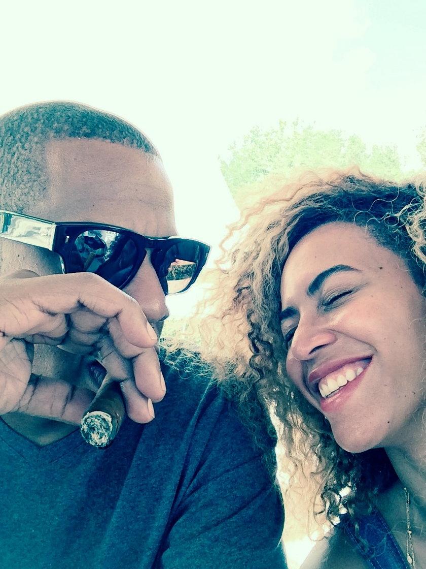 Beyonce w samej koszulce męża