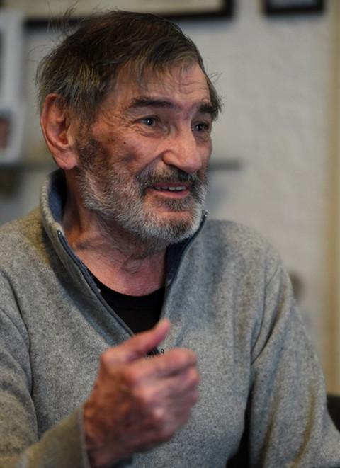Bolest ga nije slomila iako je drastično smršao: Ovako su komšije govorile kako je legendarni glumac provodio poslednje dane! FOTO