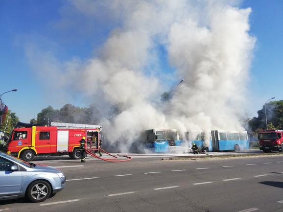 Drama u Novom Sadu: Zapalio se autobus gradskog prevoza