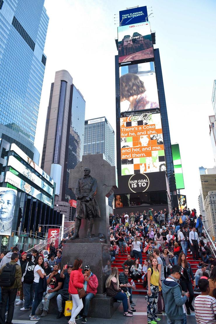 NJujork Tajms skver foto N Raus