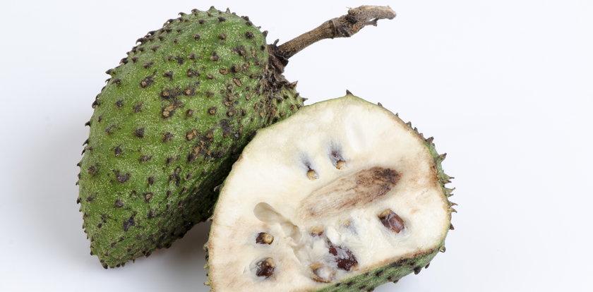 Ten owoc może leczyć raka. Przywieź go z wakacji