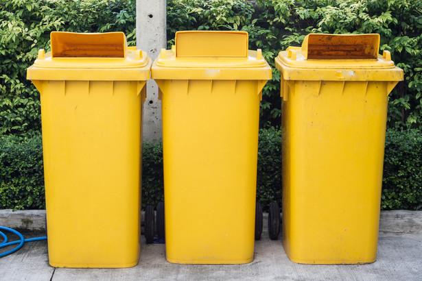 Obecnie nie ma możliwości, aby najemcy wybierali sobie, kto będzie odbierał śmieci. Dlatego wywóz nieczystości jest opodatkowany tak jak najem, czyli według stawki podstawowej