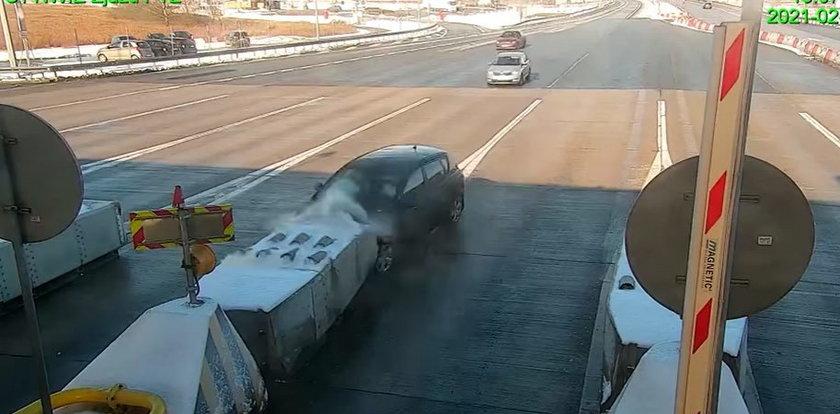 Niewiarygodny wypadek na A1. Kierowca nie widział bramek?! Przerażające wideo