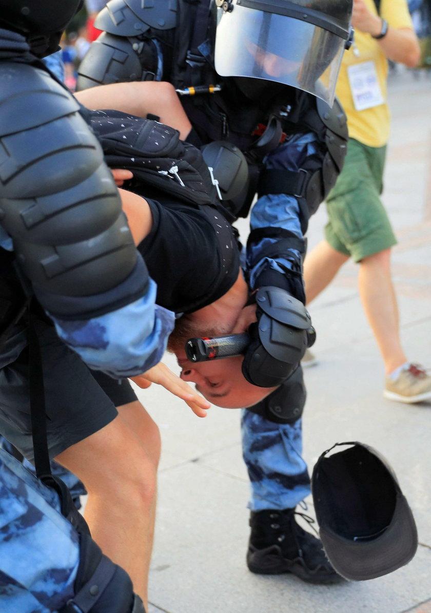 protestujący w stolicy Rosji MOskwie