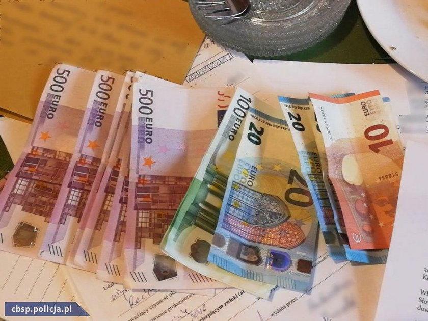Policjanci podczas przeszukania zabezpieczyli ponad 3 tys. euro