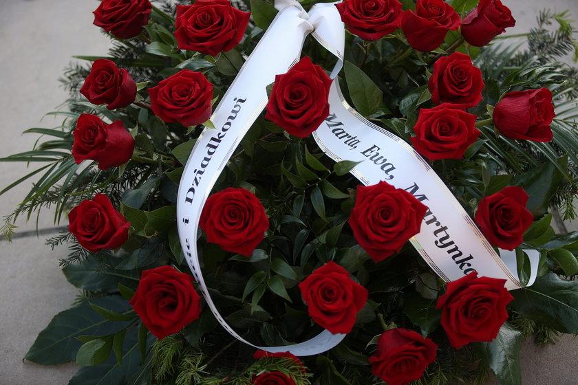 Marta Kaczyńska w imieniu swoim i dzieci złożyła wieniec z czerwonych róż