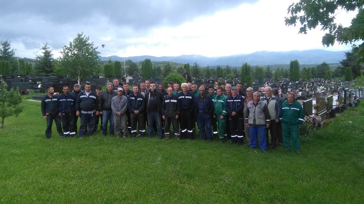 NIS radnici Gorice koji protestuju na groblju foto Branko Janackovic