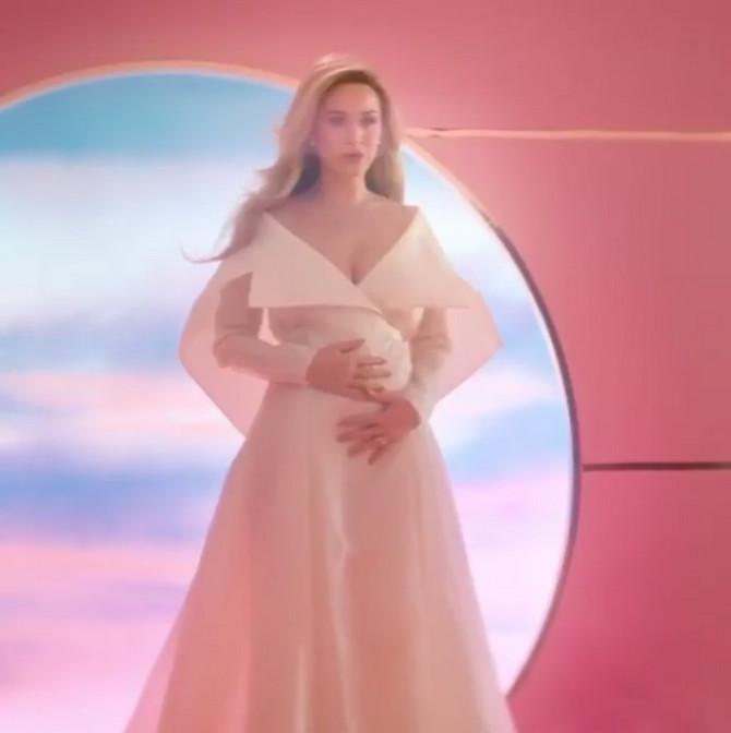 Keti Peri je trudna?
