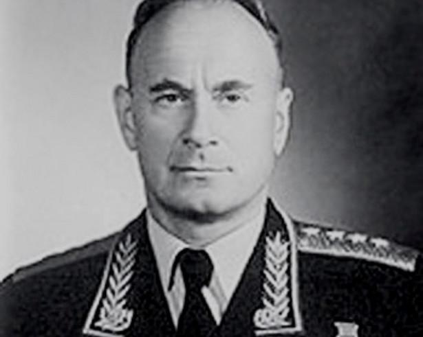 Iwan Sierow (1905–1990), stalinowski generał i wysoki funkcjonariusz NKWD, pierwszy szef KGB, nie zapisał się dobrze w pamięci Polaków. Fot. mil.ru / Wikimedia Commons