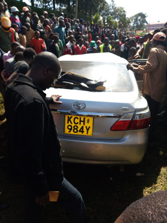Scene of the accident where a saloon car from Ting'a rammed into a lorry in Nyamira County (Twitter)