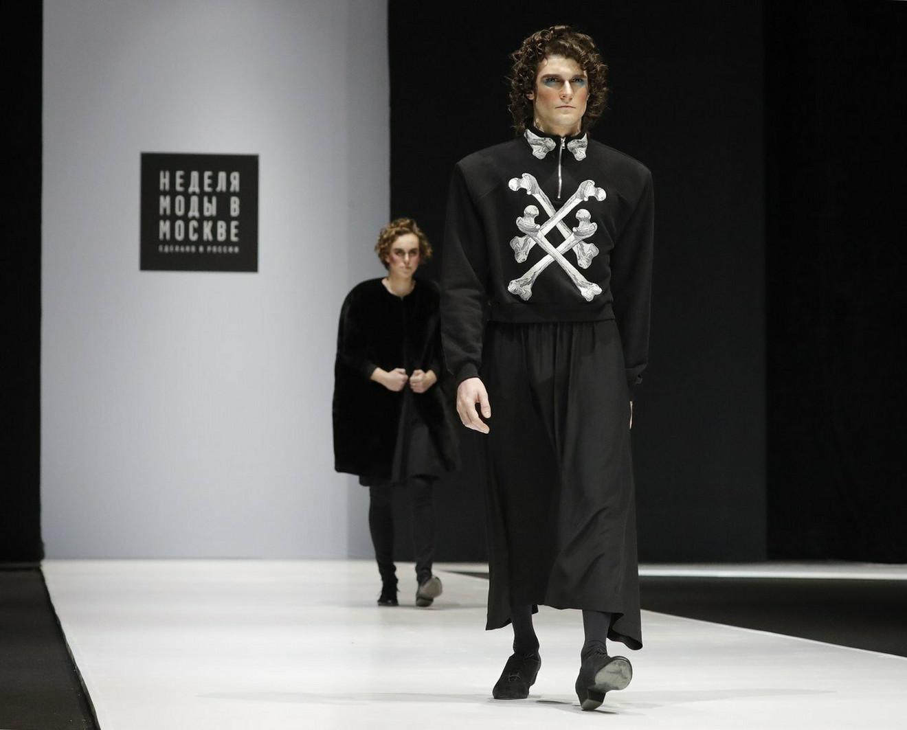 Našminkani muškarci na Nedelji mode u Moskvi