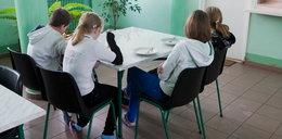 Wyrodni rodzice odwiedzają sierocińce. Żądają 500 zł. Minimum!