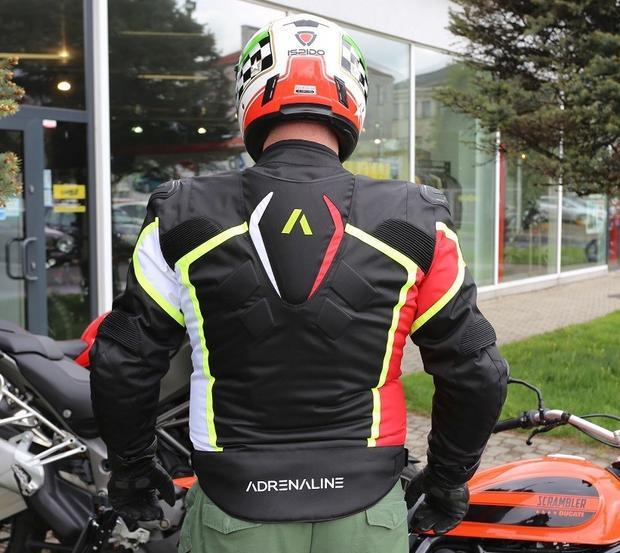 Asymetryczna kolorystyka i garb aerodynamiczny