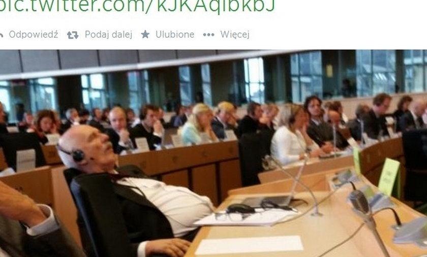 Korwin Mikke śpi w europarlamencie