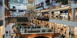 Nowe obostrzenia od 01.02 - jak otwarte są sklepy, galerie handlowe? Co z godzinami dla seniorów?