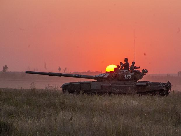 Rosyjscy czołgiści ćwiczą szturm