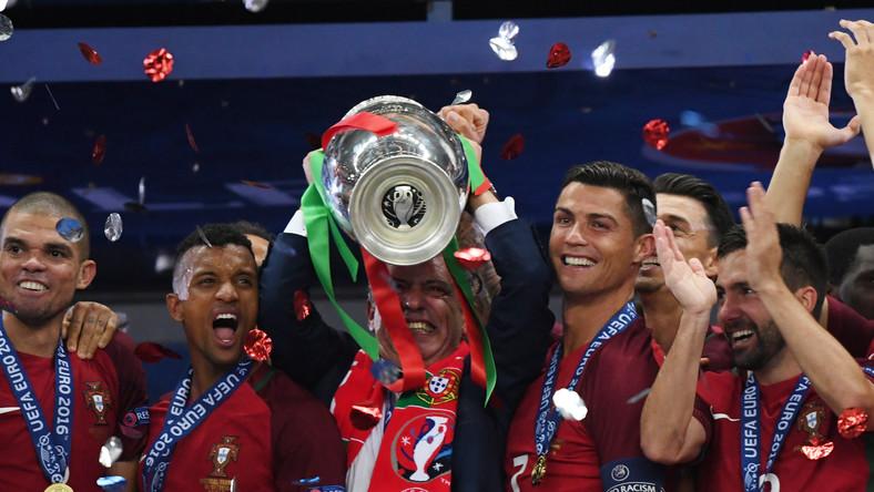f2a18313e Radość piłkarzy reprezentacji Portugalii po zdobyciu mistrzostwa Europy w  2016 roku