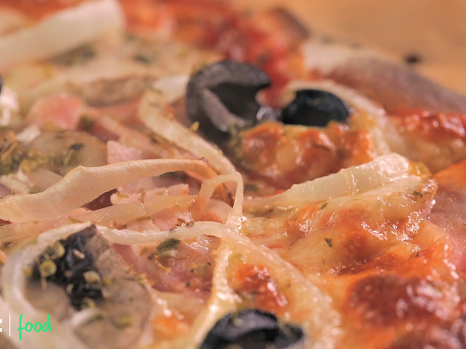 Domaća pica: Ista kao u piceriji, a možda i bolja! Savršeno mekano i ukusno testo!
