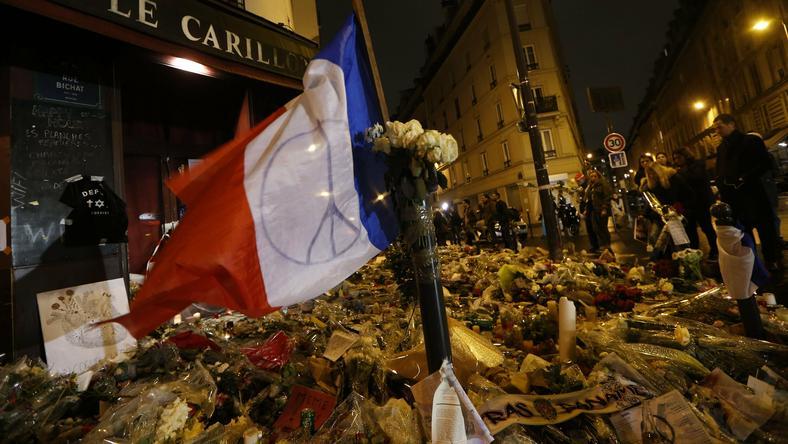 Żałoba po zamachach w Paryżu