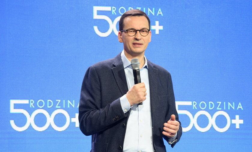 Rodzina 500+ to sztandarowy program partii rządzącej (PiS). Na zdjęciu premier rządu Zjednoczonej Prawicy Mateusz Morawiecki.