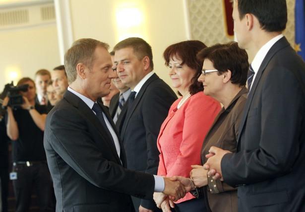 Donald Tusk oraz: Bartosz Arłukowicz, Krystyna Szumilas, Jacek Cichocki i Barbara Kudrycka