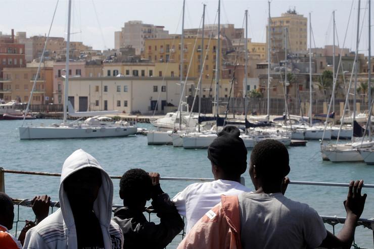 migranti sicilija06 foto AP