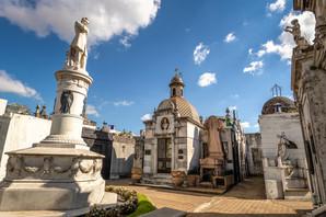 POSLEDNJA STANICA BOGATIH I MOĆNIH Zovu ga najlepšim grobljem na svetu, ali pokojnici u njemu NEMAJU MIRA (FOTO)