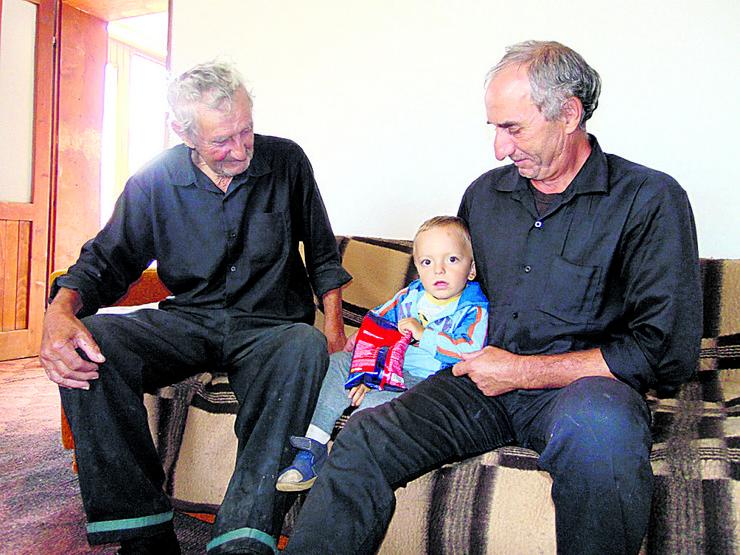 Saric Gola Glava deda Miroslav, Srecko i Tomislav foto Predrag Vujanac