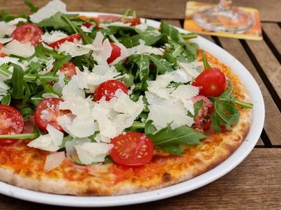 Pizza będzie się dobrze komponować z winem pinot noir