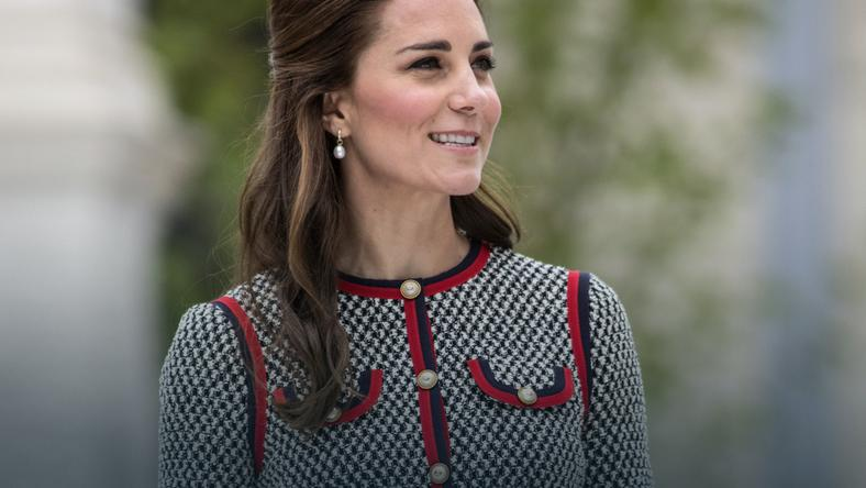 Księżna Kate Middleton w komplecie w pepitkę