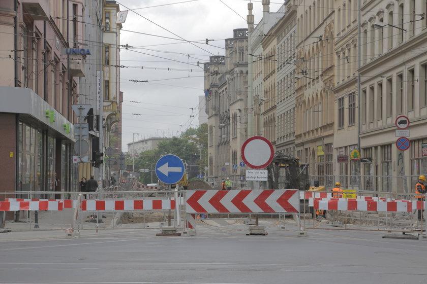 Znaki zagradzające wjazd na ul. Krupniczą