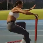 Svi su gledali kako Ivana Španović neverovatno izgleda i skače, a onda - TRAS! Pad srpske atletičarke i loše prizemljenje, niko nije očekivao ovakvu reakciju! /VIDEO/