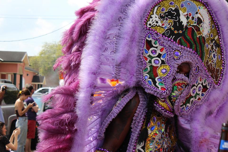 Dawniej parady Indian Mardi Gras kończyły się aktami agresji. Plemiona rywalizowały między sobą - dochodziło do bójek, które czasem miały dramatyczny przebieg.