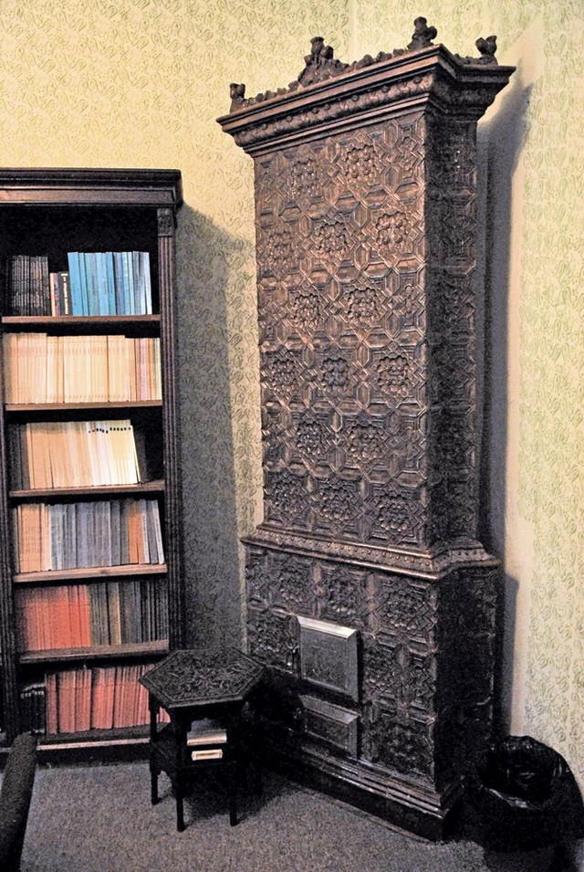 U kući u Birčaninovoj 24 nalazi se nekoliko starinskih kaljevih peći