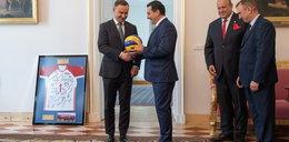 Nowy trener Polaków spotkał się z prezydentem. Nietypowy prezent
