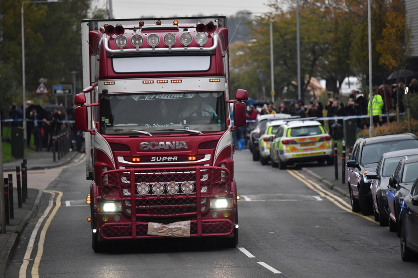 39 ciał znalezionych w ciężarówce. Nowe, przerażające fakty