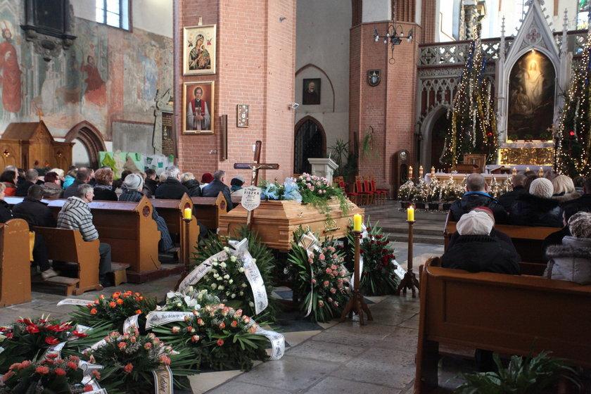 Pogrzeb zamordowanego Wiktora i jego taty
