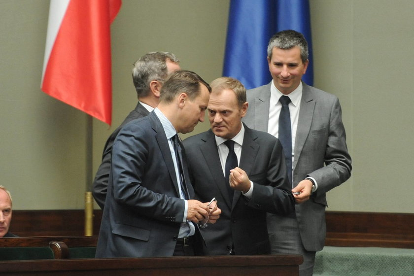 Tusk, Szczurek i Sikorski naradzają się w Sejmie