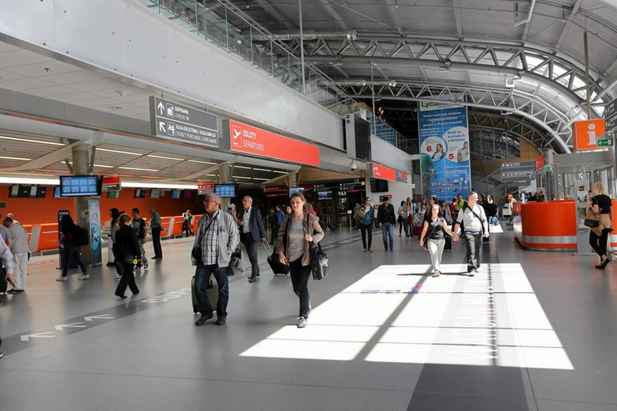 Port lotniczy Warszawa-Modlin obsługuje zagraniczne połączenia taniej linii lotniczej Ryanair