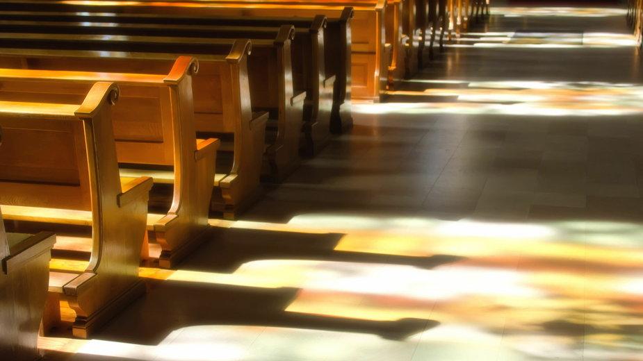 Apostazja: Jak wystąpić z Kościoła? Jak wygląda procedura?