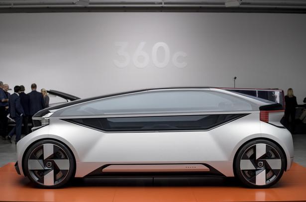 Volvo 360c jest w pełni autonomicznym pojazdem z napędem elektrycznym. Koncepcja nie przewiduje trybu manualnego prowadzenia auta, dlatego nie ma żadnych pedałów ani niczego, co by miało zastąpić kierownicę. Model 360c ma za to inne funkcje, które nie były spotykane dotychczas w samochodach.
