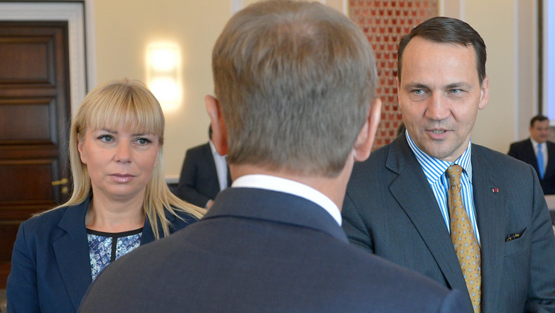Minister Elżbieta Bieńkowska, premier Donald Tusk i minister Radosław Sikorski