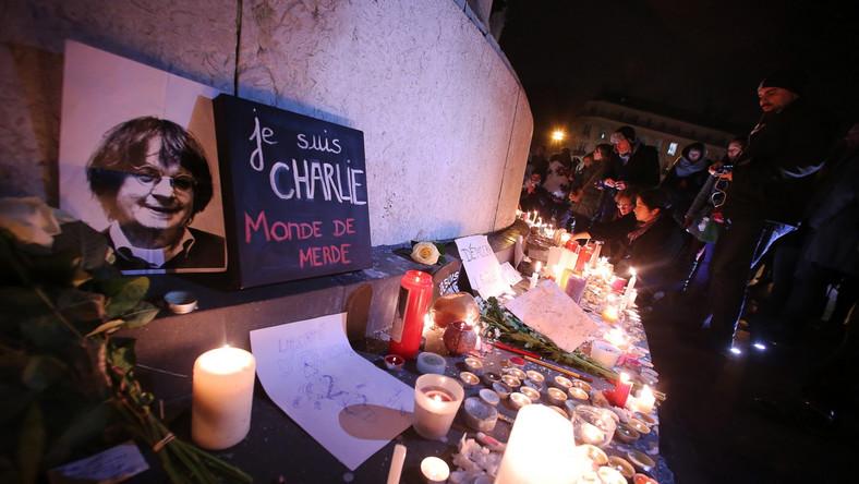 """Prasa francuska o zamachu na """"Charlie Hebdo"""": barbarzyństwo i wstrząs"""